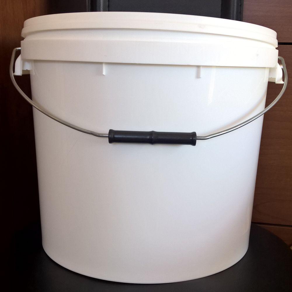Műanyag vödör tetővel 17 liter